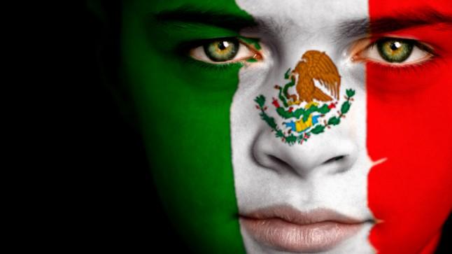 La cara pintada de joven mexicano