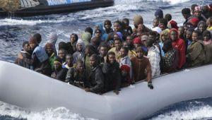 Inmigrantes rescatados por la Marina italiana cerca de Lampedusa, en noviembre. / REUTERS