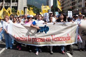 TRABAJADORES DE LA PRENSA VENEZOLANA MARCHAN EN DEFENSA DE LA LIBERTAD DE EXPRESIÓN