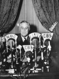 thomas-d-mcavoy-president-franklin-d-roosevelt-making-a-fireside-chat-speech-on-radio-during-wwii-otrcat.com